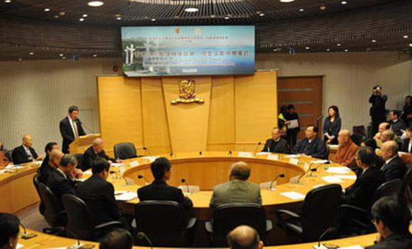 香港六宗教領袖在歷史文獻捐贈儀式現場交流對話