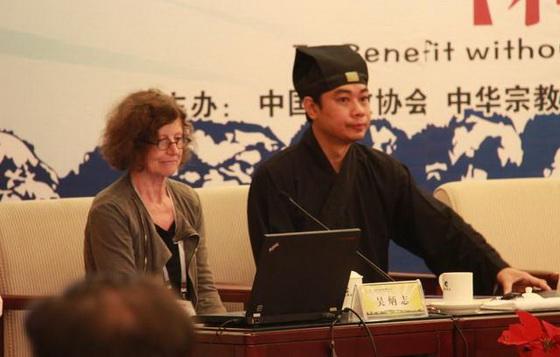 左為悉尼大學中國研究中心教授巴巴拉,右為馬來西亞道教協會會長嚴家建