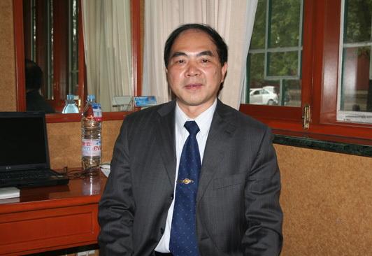 四川大學老子文化研究院院長詹石窗教授