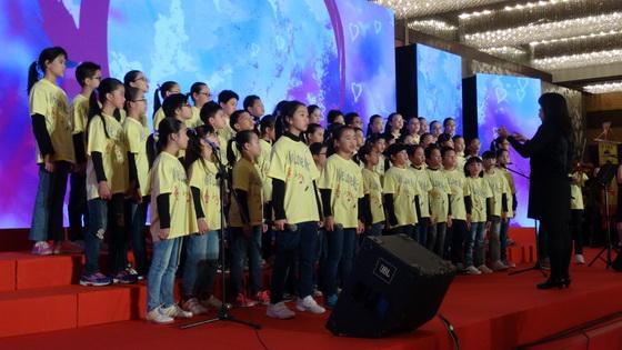 元朗公立中学校友会小学合唱团合唱表演