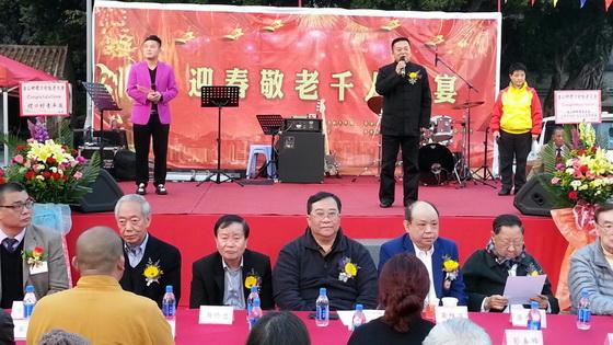 香港道教聯合會主席梁德華道長(左四)