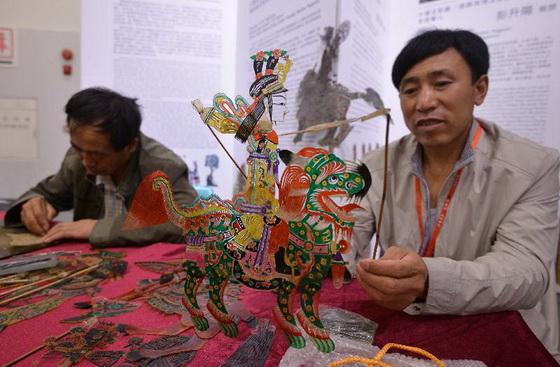 國家級和省級名錄項目的代表傳承人現場示範甘肅非物質文化遺產項目