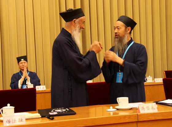 任法融道長祝賀李光富道長當選中國道教協會第九屆理事會會長