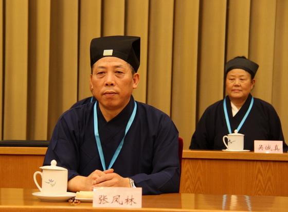 張鳳林副會長兼秘書長主持會議