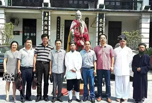 蔡甸區統戰部、教育局及市道協相關領導參加了協議簽訂儀式並合影留念