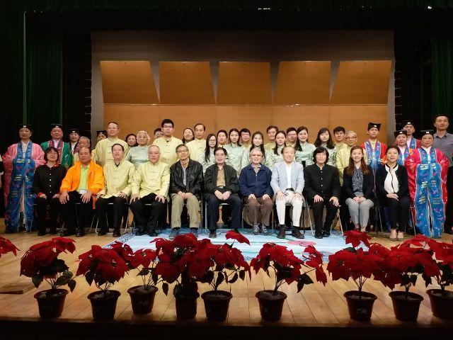 樊祖蔭院長、琵琶大師劉德海、姚恆璐教授等與澳門音樂家及澳門道樂團合照。