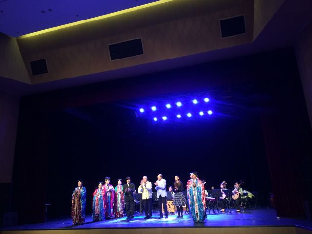 戴定澄教授及吳炳鋕會長聯同澳門音樂家、澳門道樂團在西安音樂學院答謝觀眾